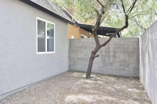 University-of-Arizona-Apartment-Building-505063.jpg