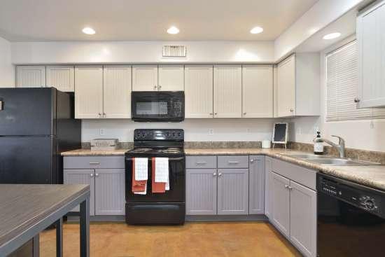 University-of-Arizona-Apartment-Building-505070.jpg