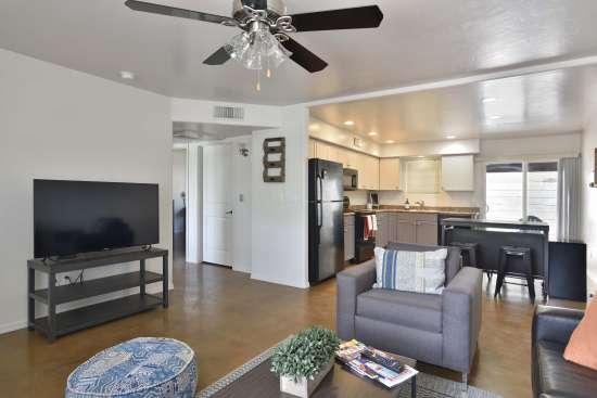 University-of-Arizona-Apartment-Building-505073.jpg