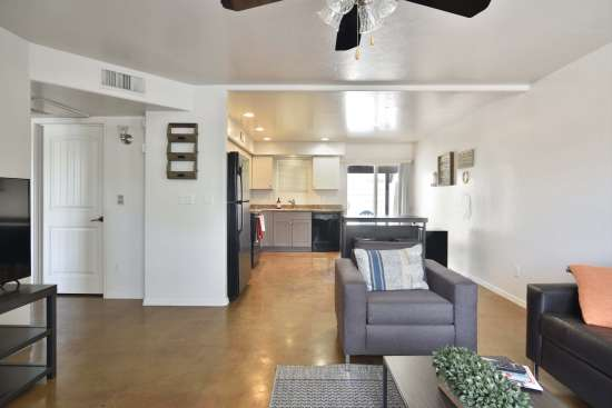 University-of-Arizona-Apartment-Building-505074.jpg