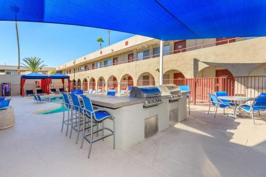 University-of-Arizona-Apartment-Building-505169.jpeg