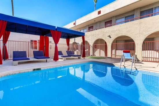 University-of-Arizona-Apartment-Building-505173.jpeg