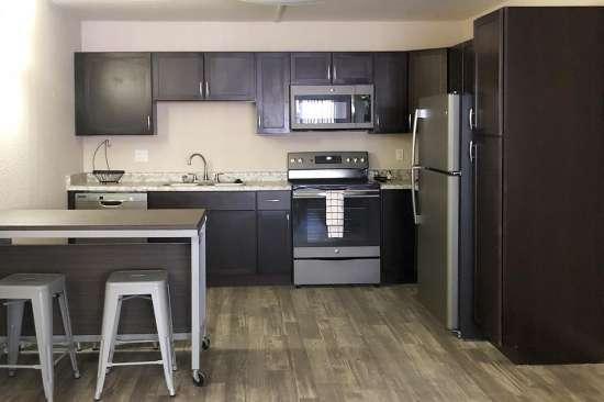 University-of-Arizona-Apartment-Building-507778.jpg