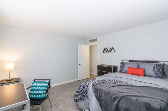 University-of-Arizona-Apartment-Building-512891.jpg