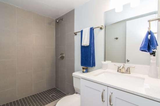 University-of-Arizona-Apartment-Building-512894.jpg