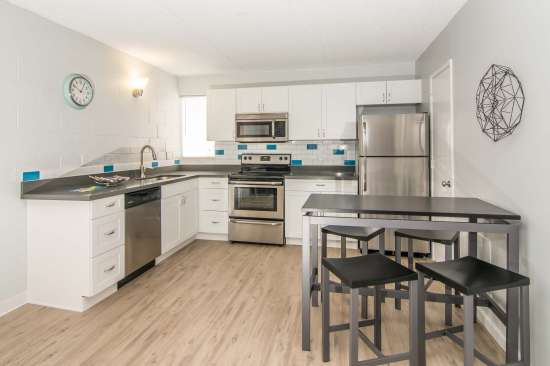 University-of-Arizona-Apartment-Building-512896.jpg
