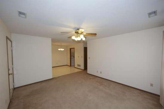 Eastern-Illinois-University-Apartment-Building-531326.JPG