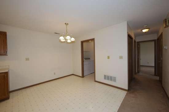 Eastern-Illinois-University-Apartment-Building-531328.JPG