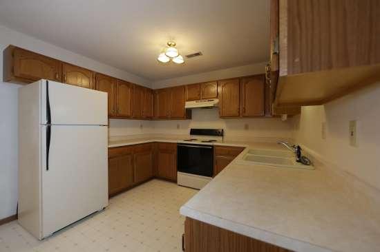 Eastern-Illinois-University-Apartment-Building-531330.JPG