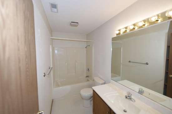 Eastern-Illinois-University-Apartment-Building-531333.JPG