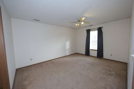 Eastern-Illinois-University-Apartment-Building-531334.JPG