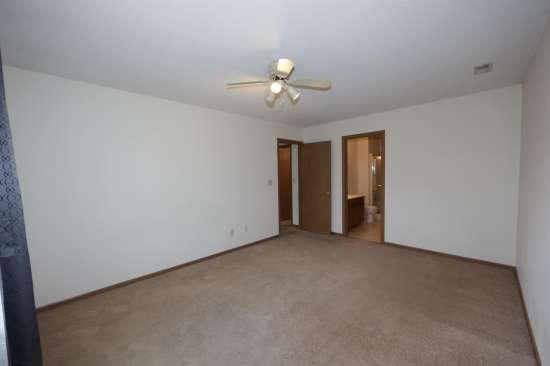 Eastern-Illinois-University-Apartment-Building-531335.JPG