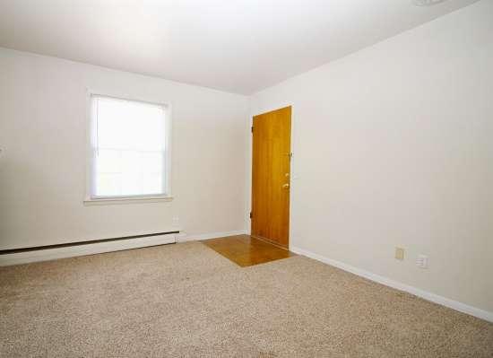 Eastern-Illinois-University-Apartment-Building-531445.jpg