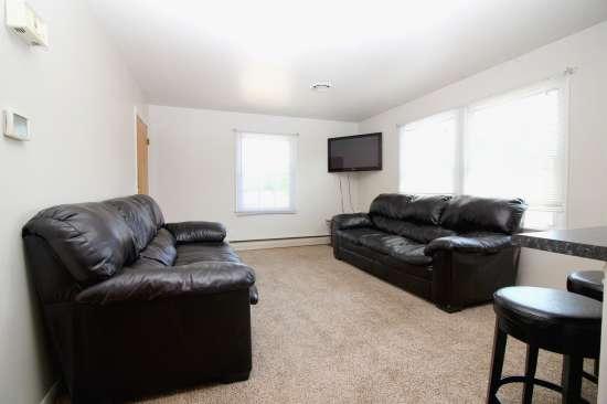 Eastern-Illinois-University-Apartment-Building-531448.jpg