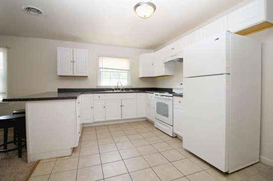 Eastern-Illinois-University-Apartment-Building-531450.jpg