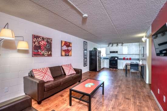 University-of-Arizona-Apartment-Building-554481.jpg