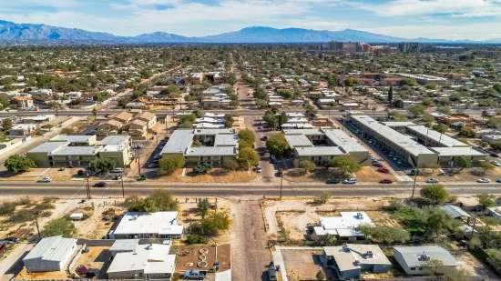 University-of-Arizona-Apartment-Building-554490.jpg
