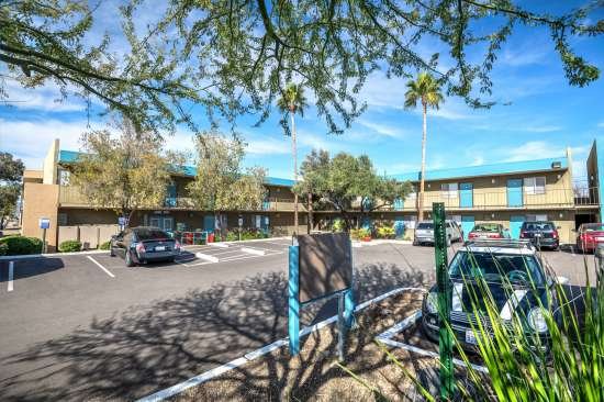 University-of-Arizona-Apartment-Building-554500.jpg