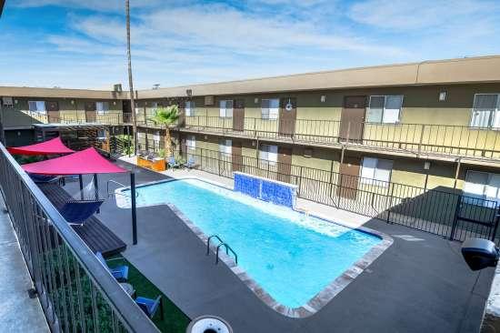 University-of-Arizona-Apartment-Building-554506.jpg