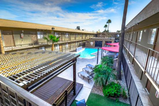 University-of-Arizona-Apartment-Building-554507.jpg