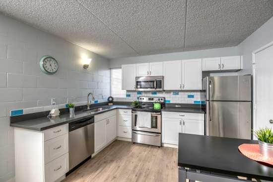 University-of-Arizona-Apartment-Building-554514.jpg