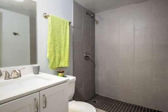 University-of-Arizona-Apartment-Building-554518.jpg
