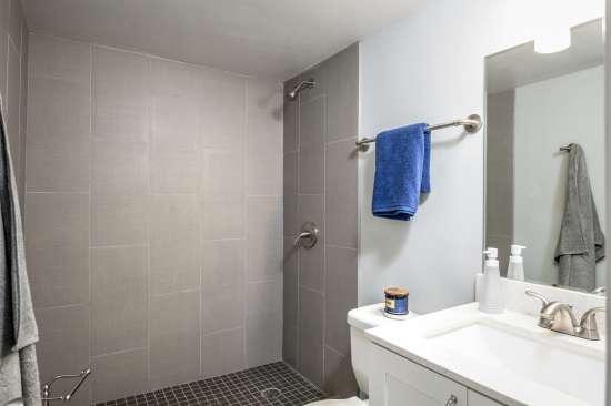 University-of-Arizona-Apartment-Building-554520.jpg
