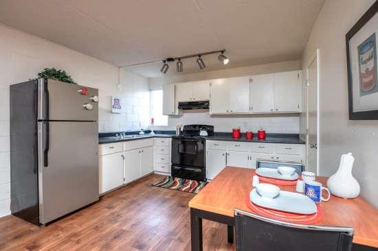 University-of-Arizona-Apartment-Building-554521.jpg