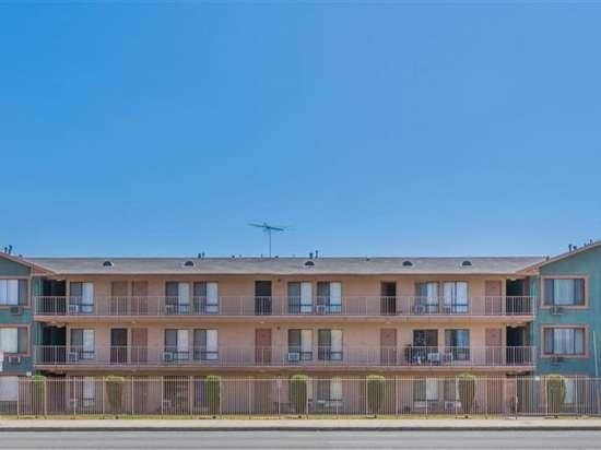 CSU-Dominguez-Hills-Apartment-Building-560859.jpg