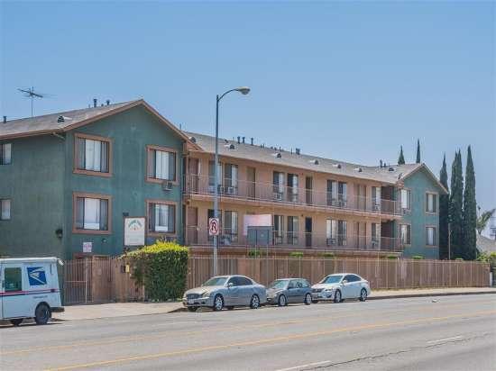 CSU-Dominguez-Hills-Apartment-Building-560861.jpg