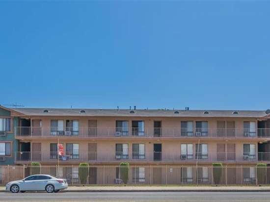 CSU-Dominguez-Hills-Apartment-Building-560862.jpg