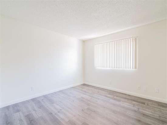 CSU-Dominguez-Hills-Apartment-Building-560865.jpg