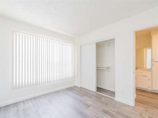 CSU-Dominguez-Hills-Apartment-Building-560869.jpg