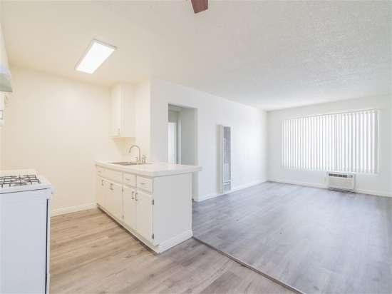 CSU-Dominguez-Hills-Apartment-Building-560870.jpg