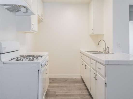 CSU-Dominguez-Hills-Apartment-Building-560873.jpg
