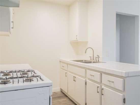 CSU-Dominguez-Hills-Apartment-Building-560874.jpg