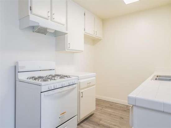 CSU-Dominguez-Hills-Apartment-Building-560876.jpg