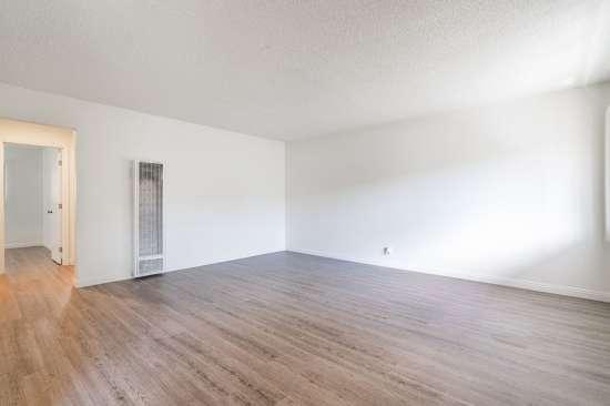 CSU-Dominguez-Hills-Apartment-Building-561032.jpg