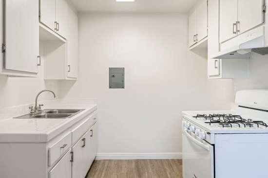 CSU-Dominguez-Hills-Apartment-Building-561036.jpg