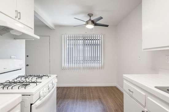 CSU-Dominguez-Hills-Apartment-Building-561038.jpg