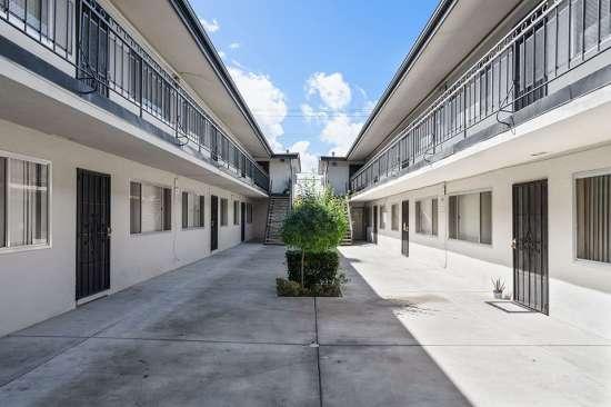 CSU-Dominguez-Hills-Apartment-Building-561046.jpg