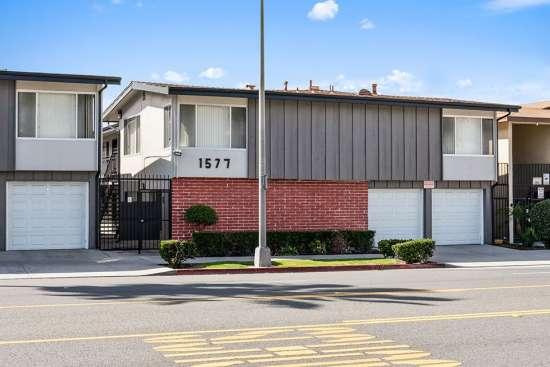 CSU-Dominguez-Hills-Apartment-Building-561050.jpg