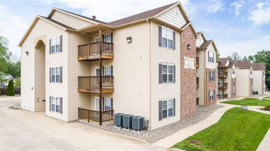 Eastern-Illinois-University-Apartment-Building-563634.jpg