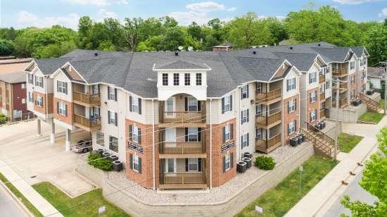 Eastern-Illinois-University-Apartment-Building-563640.jpg
