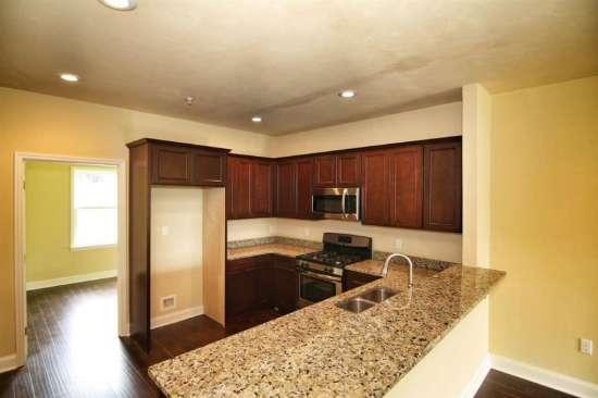 Florida-State-University-Apartment-Building-632617.jpg