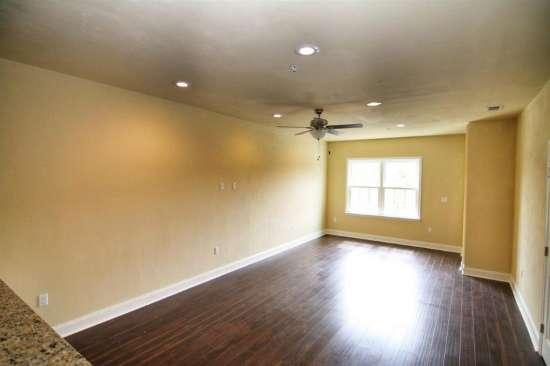 Florida-State-University-Apartment-Building-632618.jpg