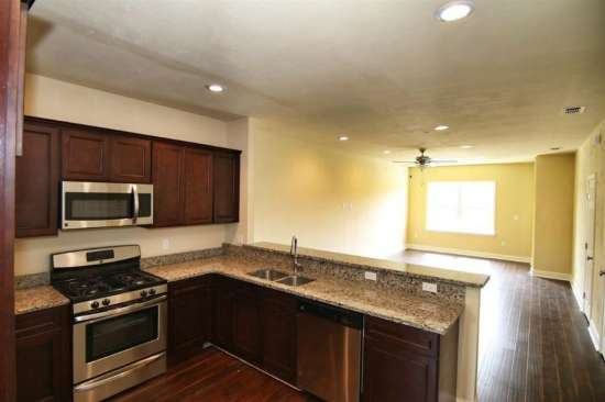 Florida-State-University-Apartment-Building-632626.jpg