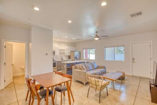 University-of-Arizona-Apartment-Building-625676.jpg