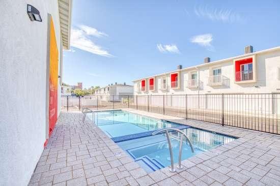 University-of-Arizona-Apartment-Building-625685.jpg