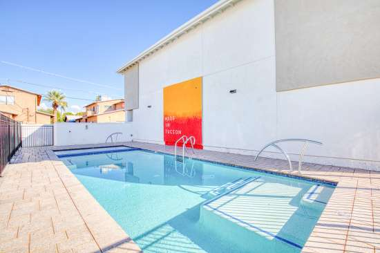 University-of-Arizona-Apartment-Building-625687.jpg